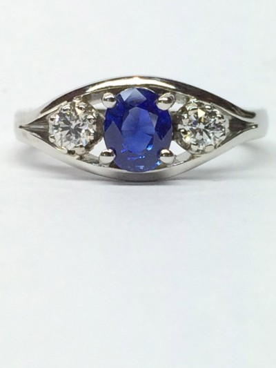cylon sapphire /diamond and platinum ring